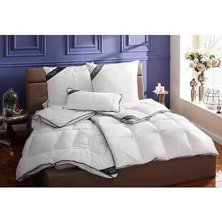 Bettdecken & Kopfkissen für jede Anforderung: Warme Decken für kalte Wintertage oder dünne für heiße Sommertage.Wem das Wechseln zu umständlich ist, findet hier auch Vier-Jahreszeiten-Bettdecken.