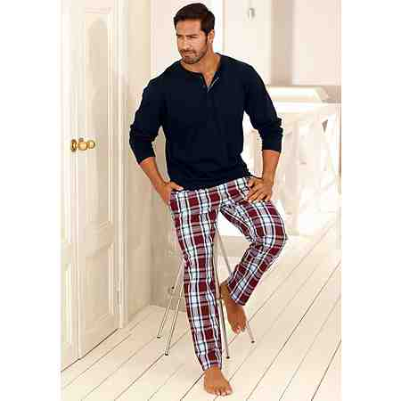 Boxershorts, Nachtwäsche, Strümpfe: Hier finden Sie Wäsche für Herren in großen Größen.