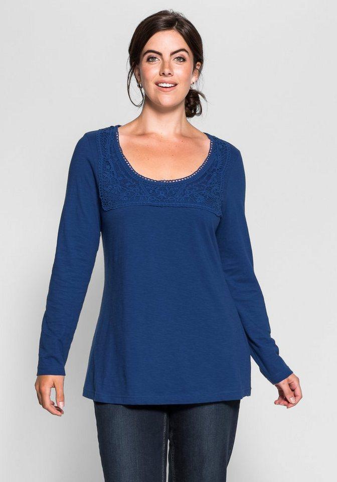 sheego Style Langarmshirt mit Spitze am Rundhalsausschnitt in royalblau