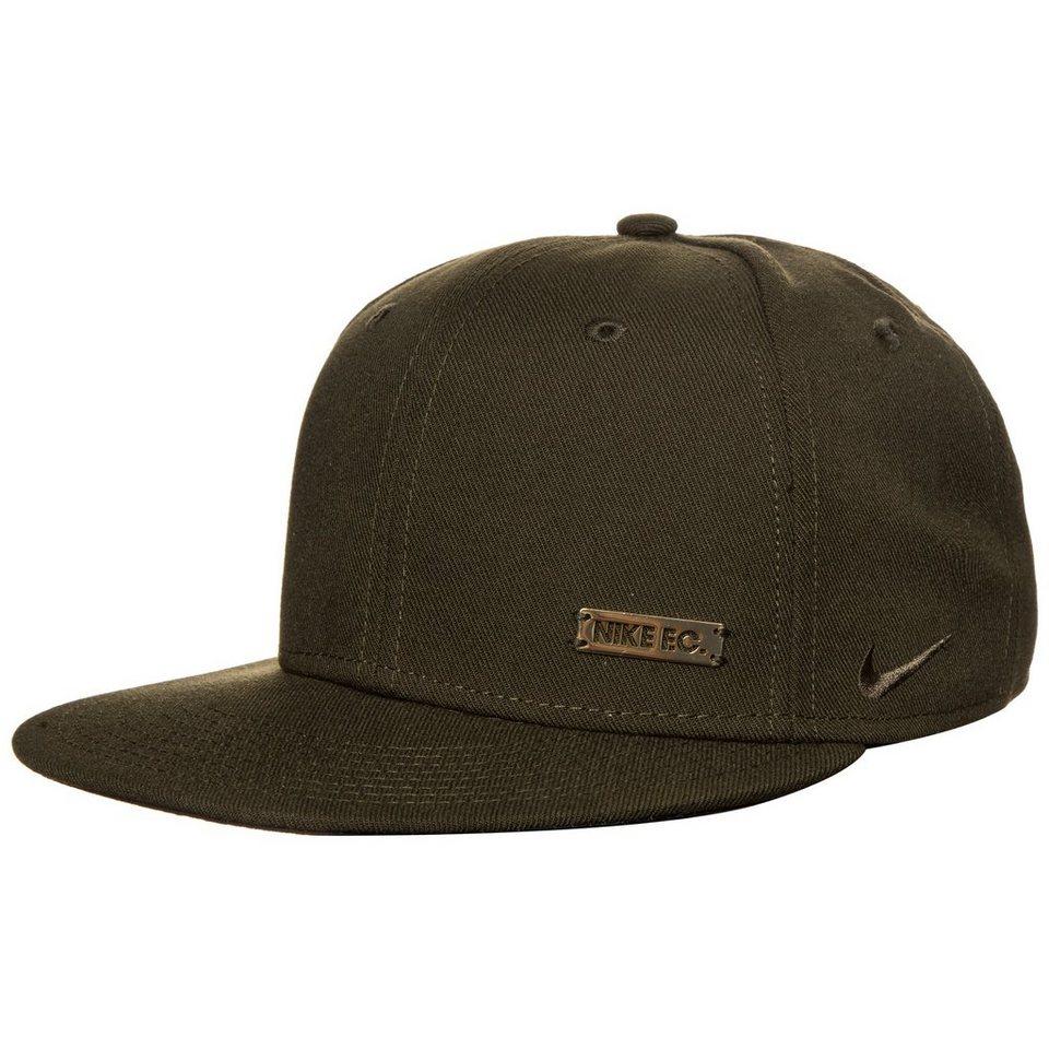 Nike Sportswear F.C. True Snapback Cap in olive