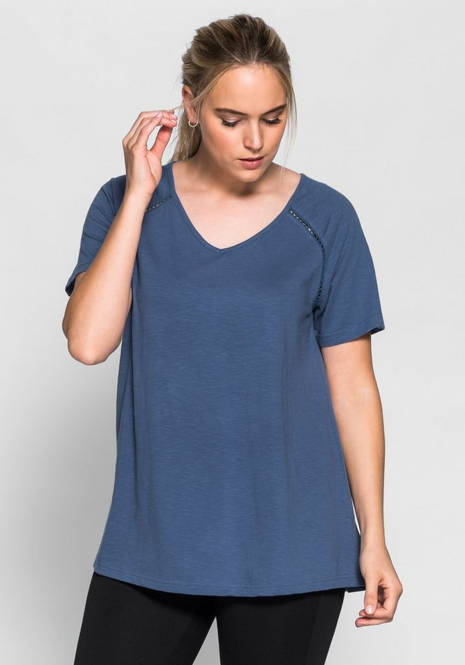 sheego Casual T-Shirt mit Lochspitze in rauchblau