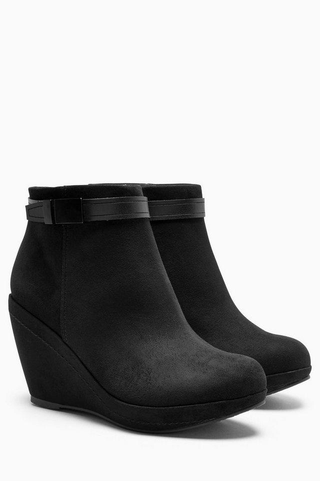 Next Stiefel mit Riemen und Keilabsatz in Schwarz