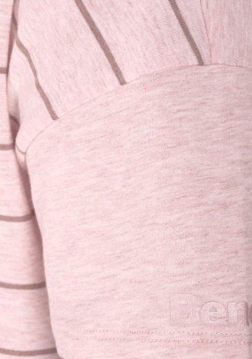 Bench. Sportives Nachthemd in kurzer Länge mit Streifen