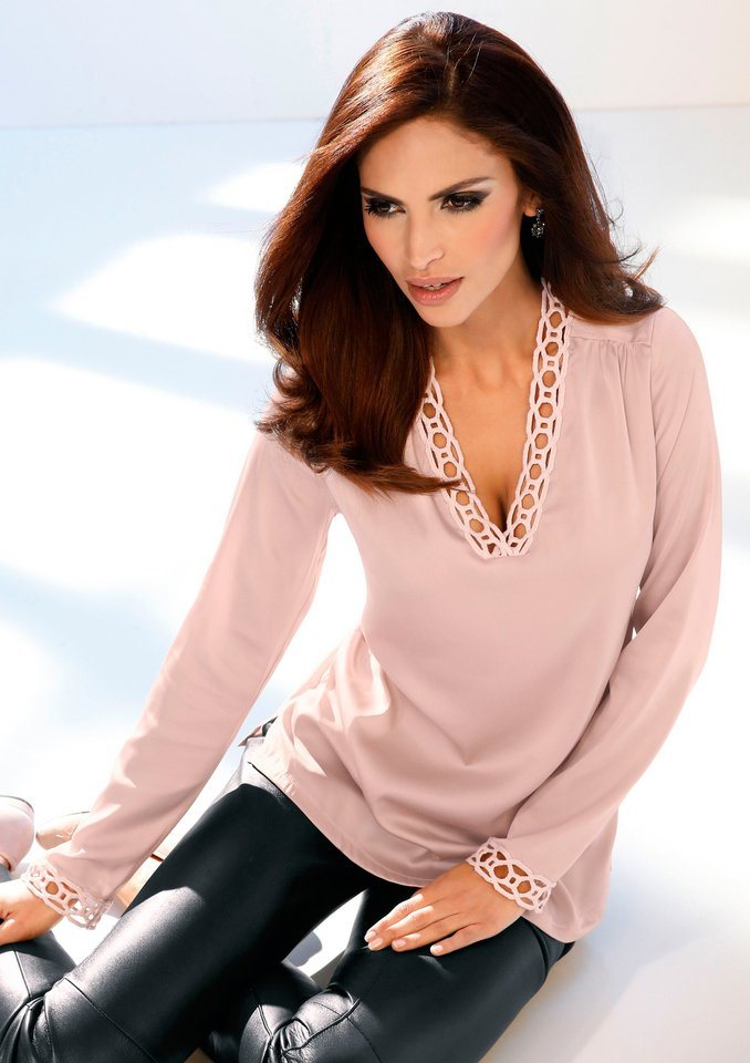 Création L Bluse mit Satin-Glanz in rosé