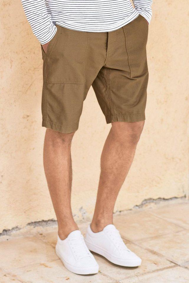 Next Shorts im Utility-Look mit Taschendetails in Hellbraun