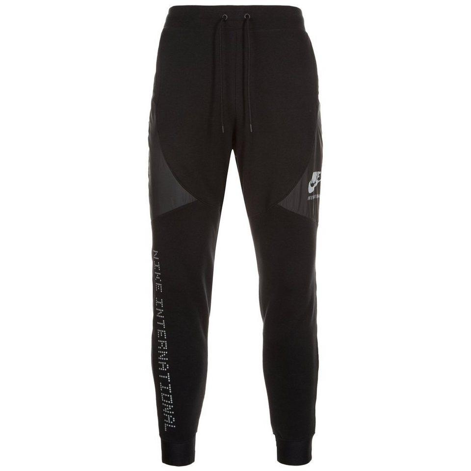 Nike Sportswear International Trainingshose Herren in schwarz