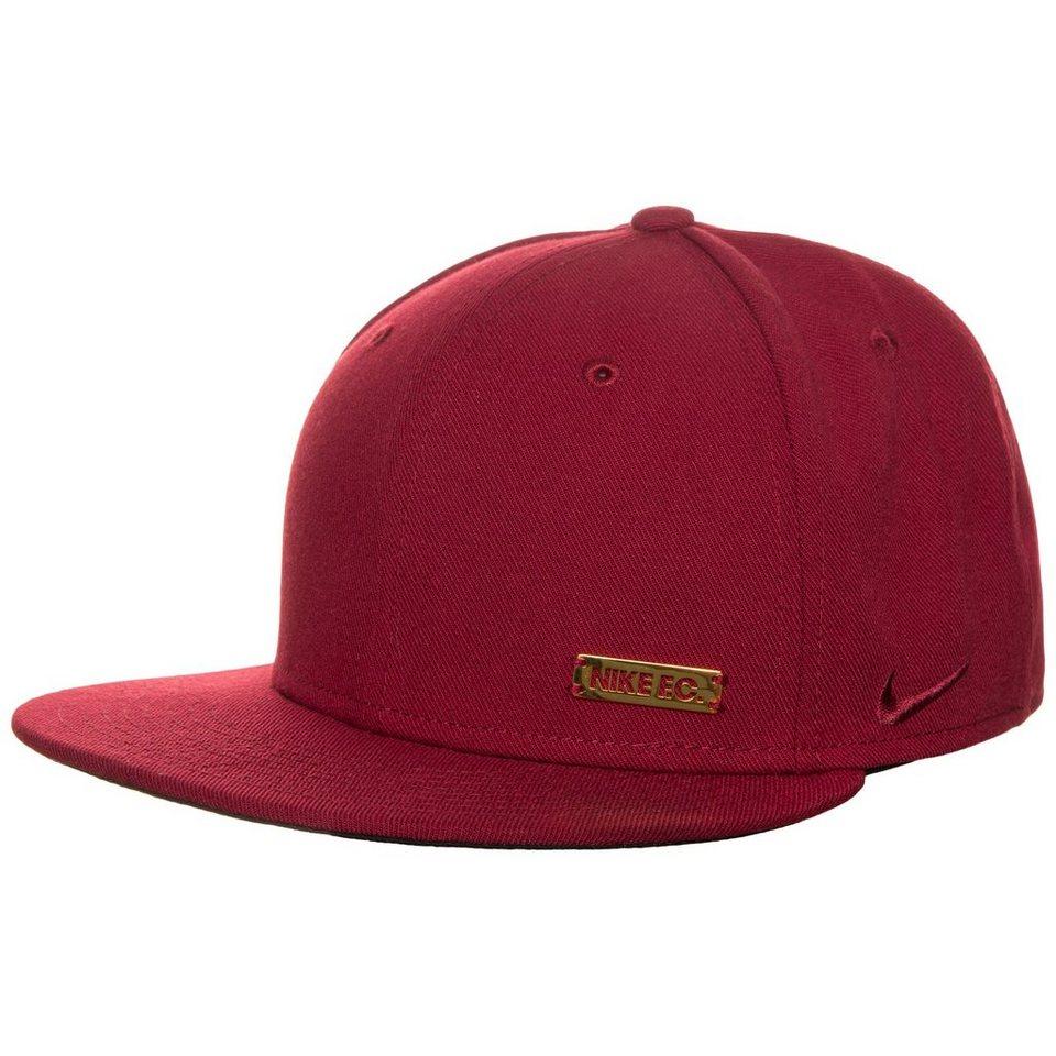 Nike Sportswear F.C. True Snapback Cap in bordeaux