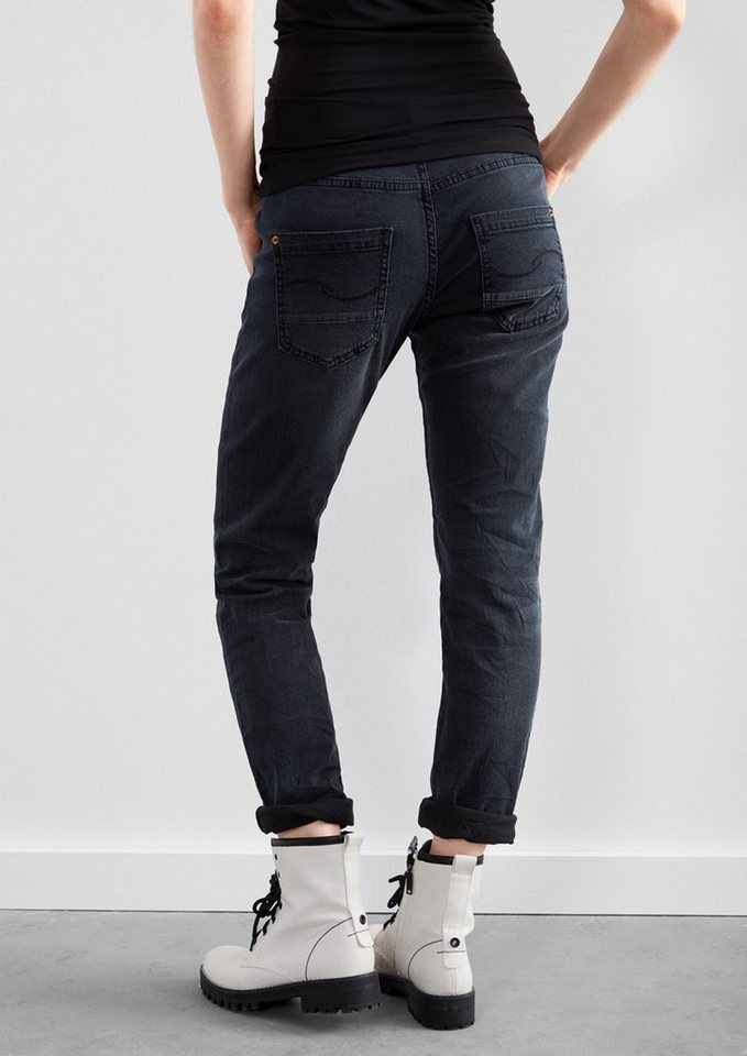 Q/S designed by Girlfriend: Relaxte Used-Jeans in blue denim, heavy st