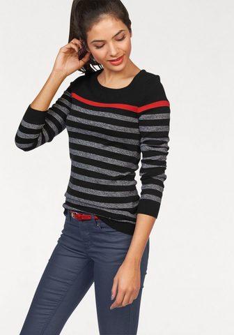 Пуловер в полоску