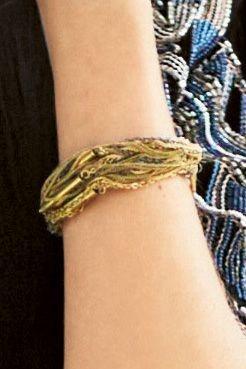 Next Mehrreihiges Armband in Goldfarben
