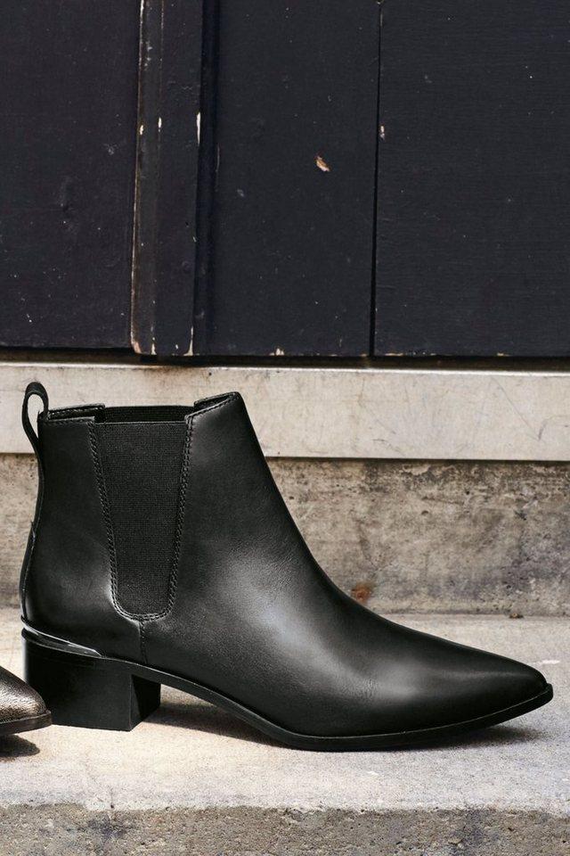 Next Stiefelette aus Leder mit spitzer Zehenpartie in Black