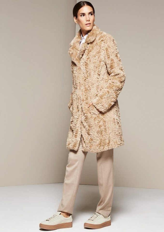 COMMA Edler Mantel aus kuscheligem Fake-Fur in light camel