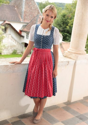Country Line Dirndlbluse in modischem Design