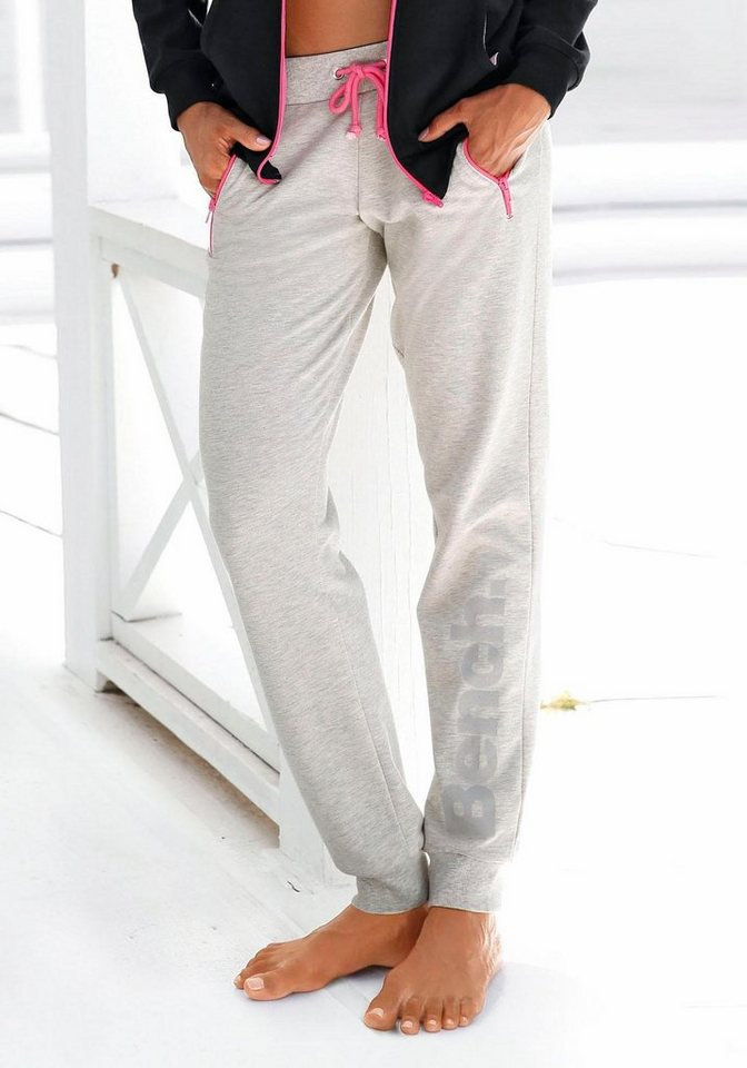 Bench. Relaxhose mit kontrastfarbenen Details   Bekleidung > Homewear > Relaxhosen   Grau   Bench.