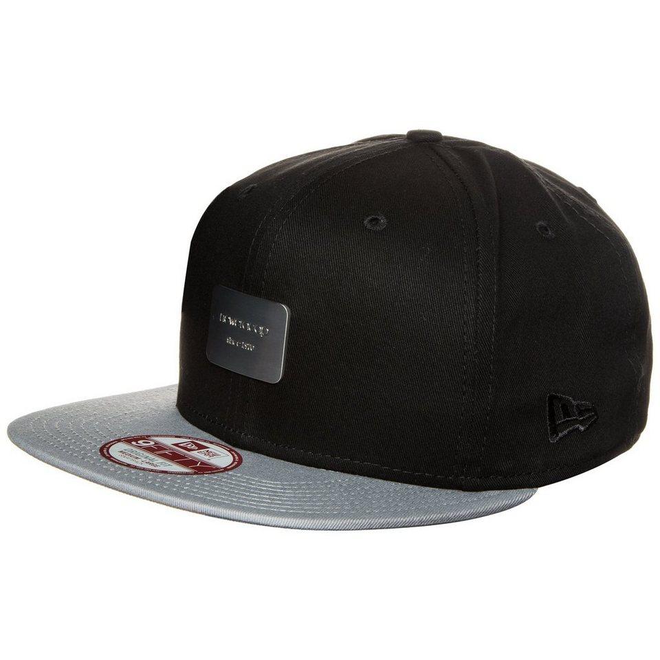 New Era 9FIFTY Metal Badge New Era Snapback Cap in schwarz / grau