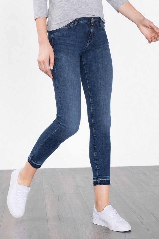 ESPRIT CASUAL Stretch-Denim mit fransigen Säumen in BLUE MEDIUM WASHED