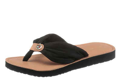TOMMY HILFIGER »LEATHER FOOTBED BEACH SANDAL« Zehentrenner mit Logoprägung