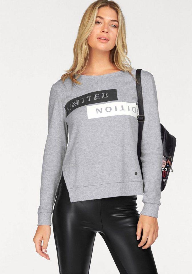 AJC Sweatshirt mit Statement-Druck und seitlichen Schlitzen in hellgrau-meliert-schwarz-weiß