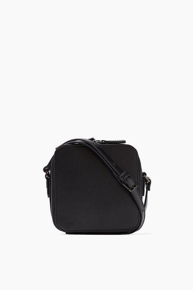 ESPRIT CASUAL Kleine quadratische Tasche in Lederoptik in BLACK