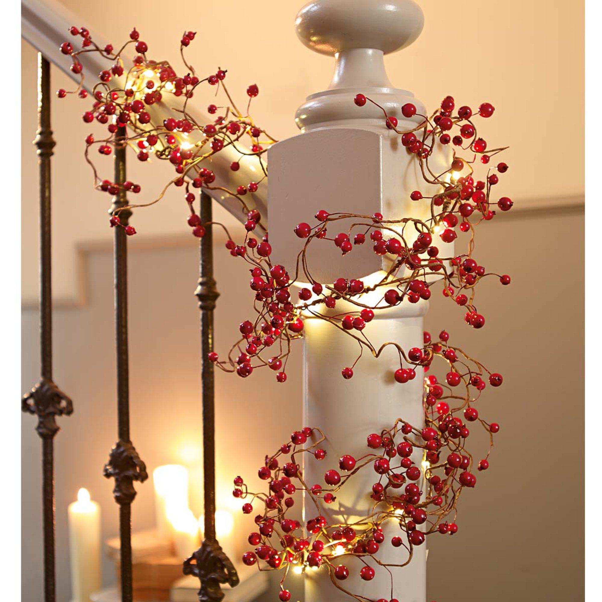 LED Lichterkette mit roten Beeren