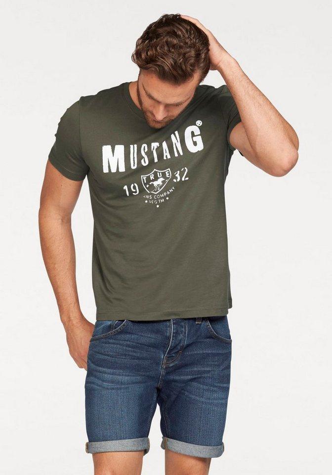 Mustang T-Shirt mit Logo-Print in olivgrün