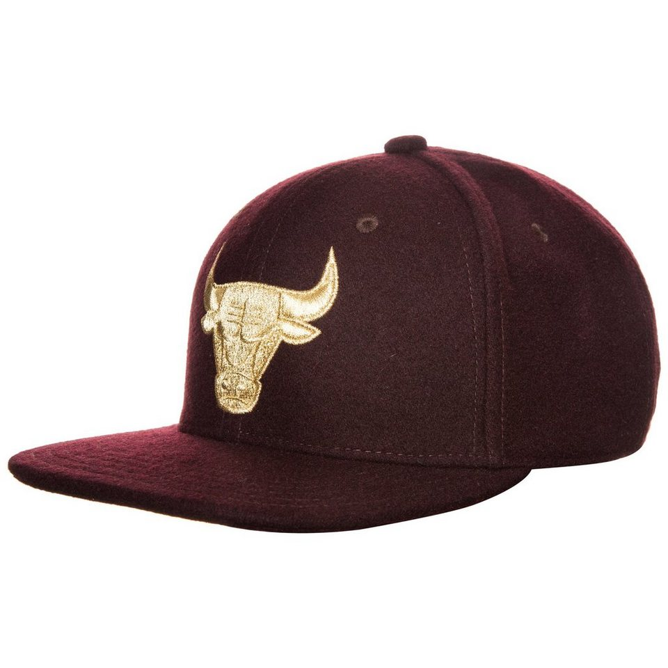 adidas Originals NBA Snapback Bulls Cap in aubergine / gold
