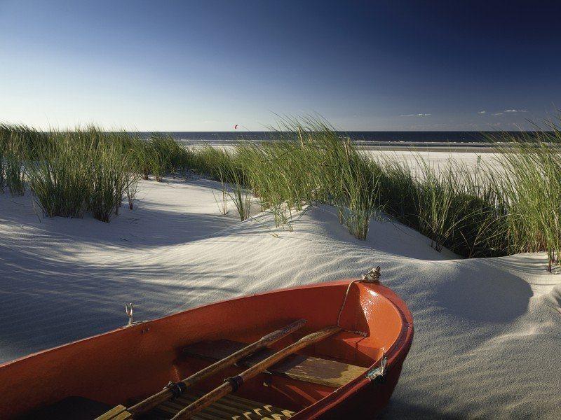 Artland Poster, Leinwandbild »Strand Fahrzeuge Boote Schiffe Meer Sand Foto« | Dekoration > Bilder und Rahmen > Poster | Kiefernholz | Artland