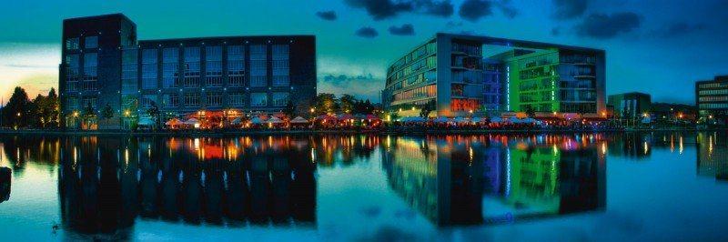 Artland Poster oder Leinwandbild »Architektur Gebäude Fotografie Blau« in Blau