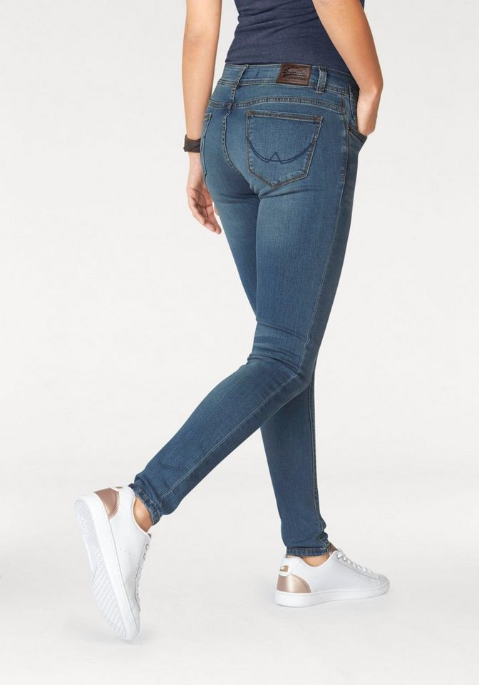 Superdry Skinny-fit-Jeans »Cassie Skinny« Basicform in klassischer Waschung in light-blue
