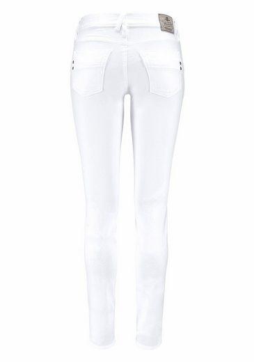 Herrlicher Slim-fit-Jeans Touch, mit besonderen Ziersteppungen