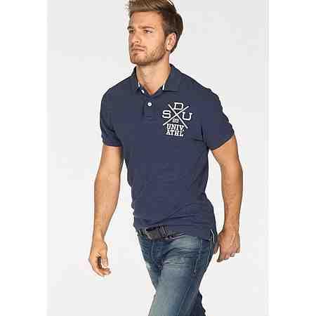 Stilvolle Klassiker für jeden Look: Poloshirts muss man(n) einfach haben! Entdecken Sie unsere Auswahl.