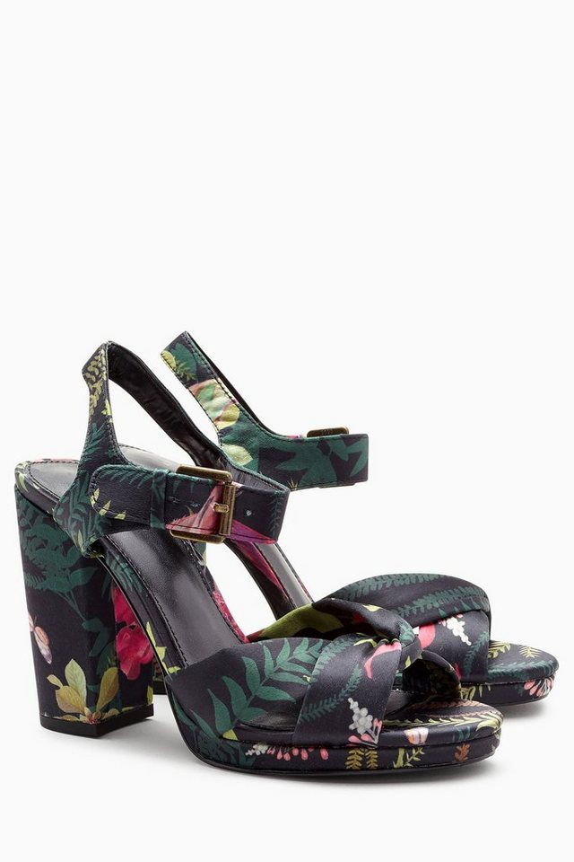 Next Plateausandale in Black Tropical Print