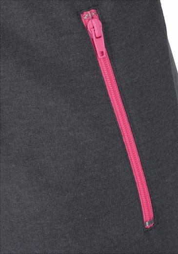 Bench. Relax-Jumpsuit mit kontrastfarbenen Details