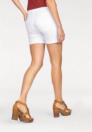 Cross Jeans® Shorts Zena, mit krempelbarem Saum