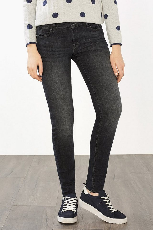 EDC Jeans mit offenen Beinsäumen in BLACK DARK WASHED