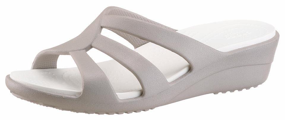 Crocs Sanrah Strappy Wedge Pantolette, mit ergonomisch geformten Fußbett online kaufen  hellgrau