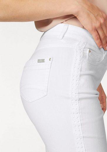 Basler 5-Pocket-Hose, mit Lochstickereiborte an den Seiten