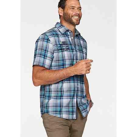Das klassische weiße oder lieber bunt kariert? Entdecken Sie unsere große Auswahl an Herren Hemden in großen Größen!