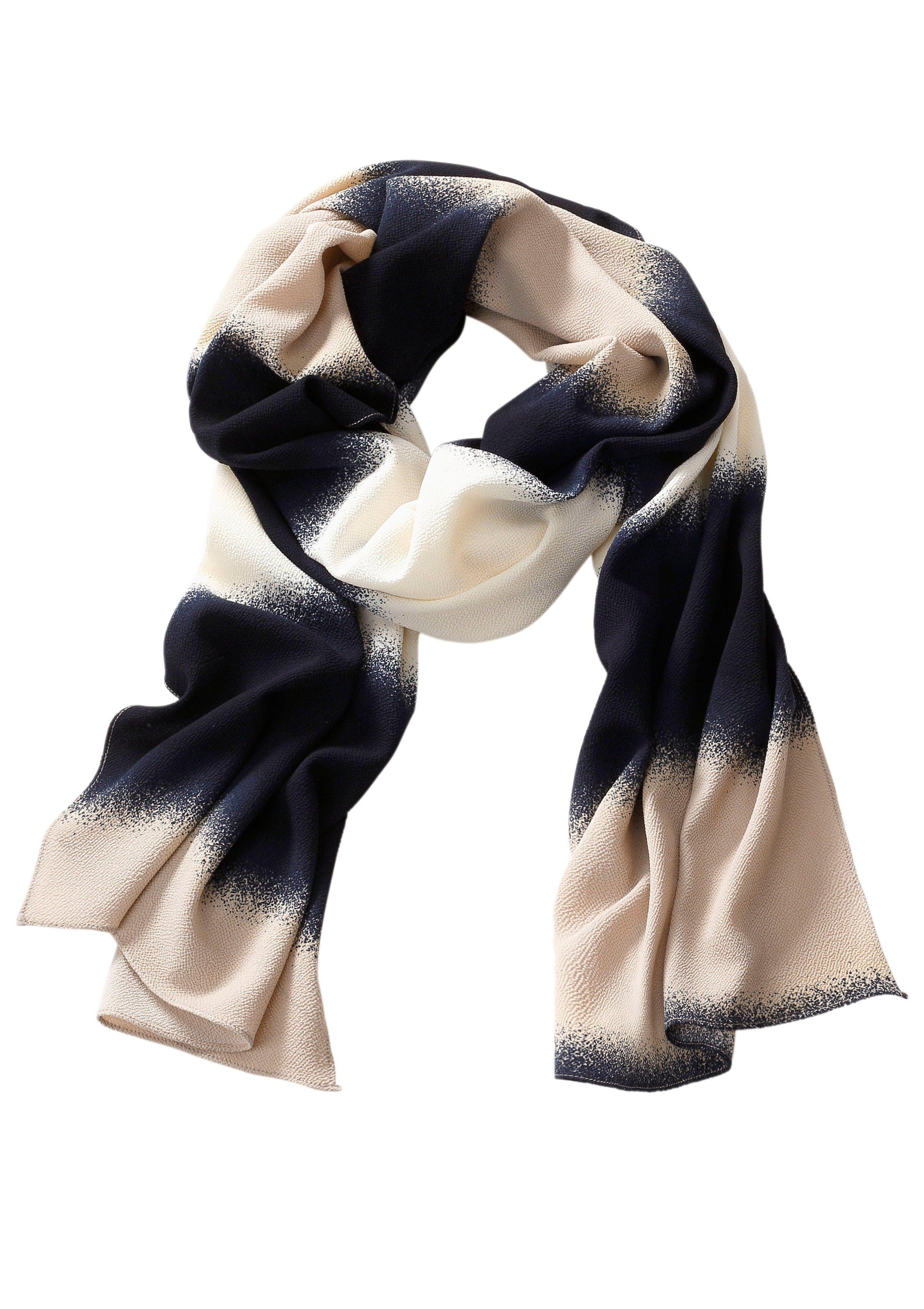 Création L Schal im Streifendessin