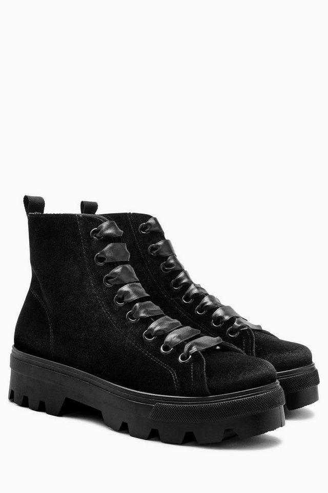 Next Stiefel mit dicker Profilsohle in Black