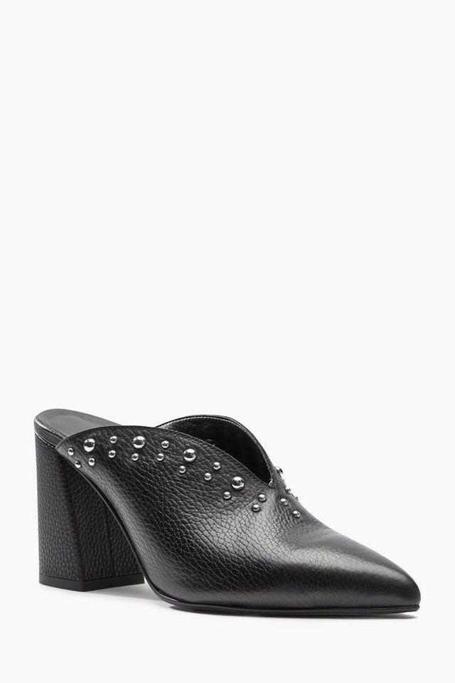 Next Sandalette mit Nieten und V-Ausschnitt in Black