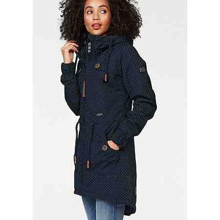 Ob kurz und luftig oder lang und warm: Hier finden Sie verschiedenste Jacken in großen Größen für Damen.