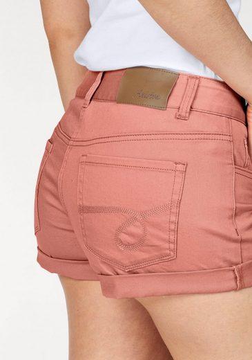 Aniston Shorts, mit bestickten Gesäßtaschen