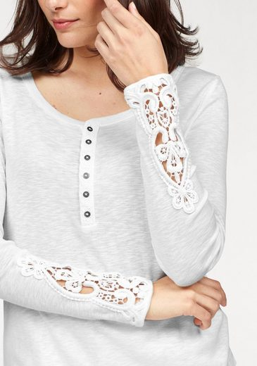MUSTANG Langarmshirt Lace, mit Knopfleiste und Spitzeneinsatz am Ärmel