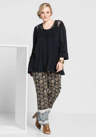 sheego Style Stoffhose, Alloverdruck und farbiger Borte am Saum