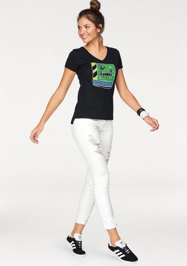 from field to fashion V-Shirt, aus Cotton made in Africa