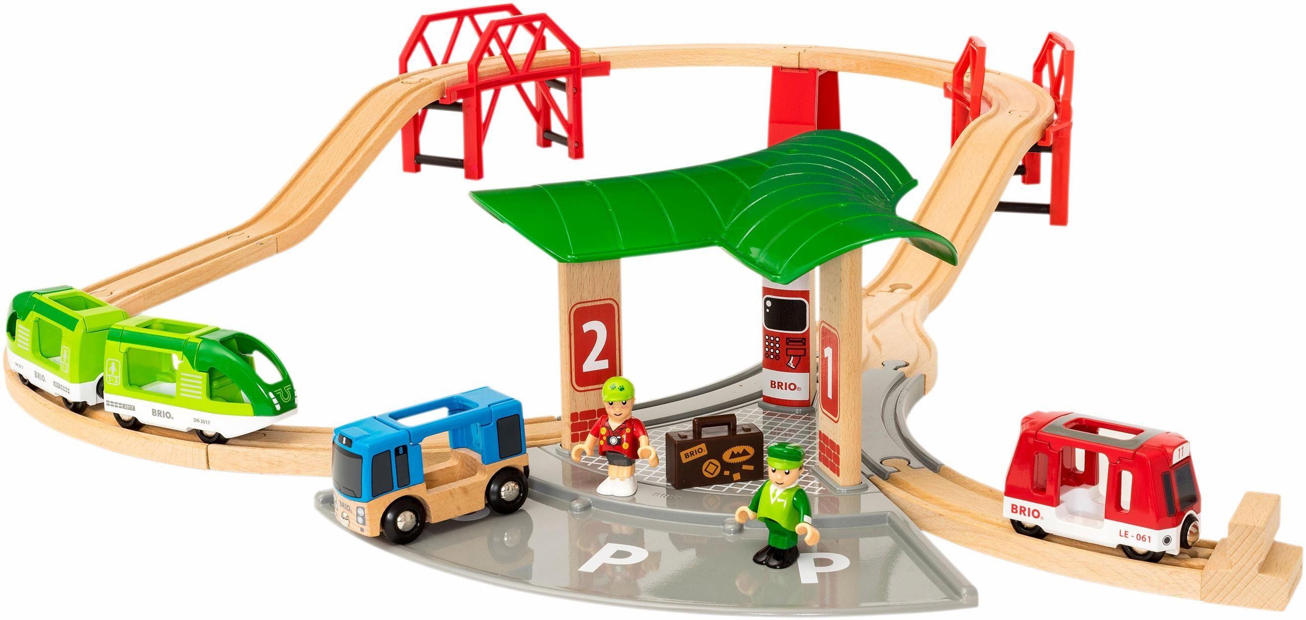 Brio Spielset, »Reisezug Set mit Busbahnhof«