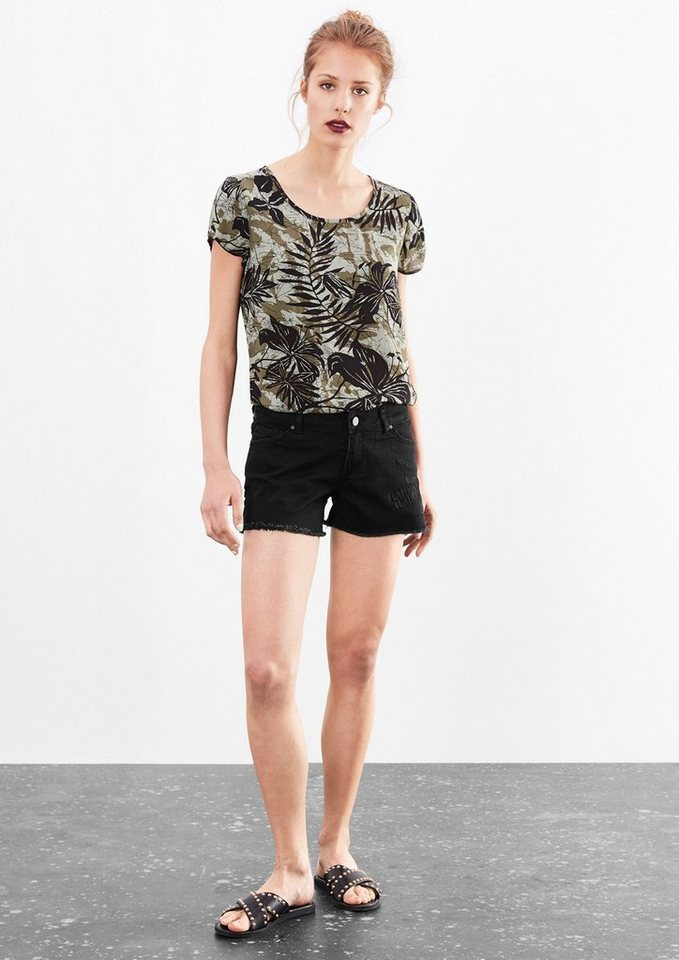 Q/S designed by Catie Slim Low: Bestickte Shorts