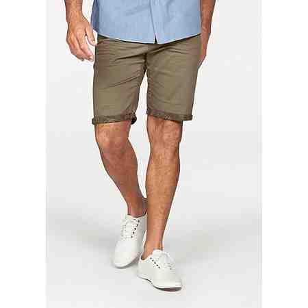 Da zeigt Mann gerne Bein: Mit diesen farbfrohen Shorts und Bermudas in großen Größen sind Sie für die warmen Tage gewappnet.