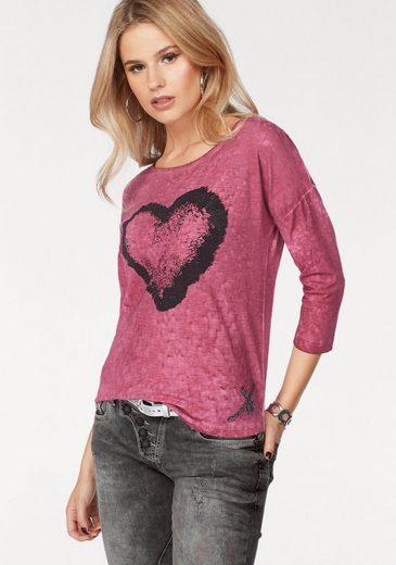 Cipo & Baxx Rundhalsshirt, mit Herz-Motiv